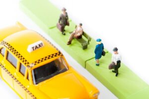 タクシーを待つ人の画像
